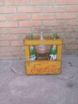 Botella coca cola y 7 up + Cajon antiguo de coca cola