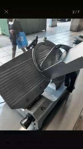Vendo cortadora de fiambre 330 de acero inoxidable marca PLATINA usado muy poco