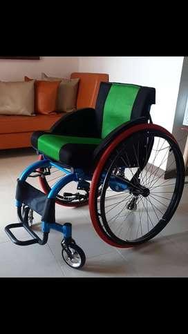 Silla de ruedas semideportiva
