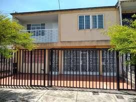 Vendo amplia casa en colseguros segundo piso