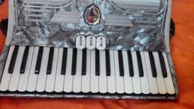 Vendo acordeon a piano