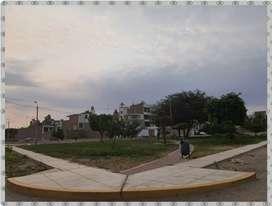 Remato moderna casa camino a Huacachina.