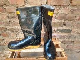 Botas caucho, puntera de acero y suela resistente a hidrocarburos talla 41