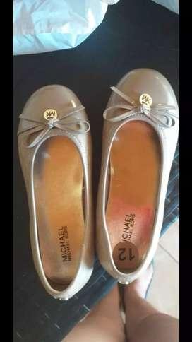 Zapatos de niña de segunda en buen estado