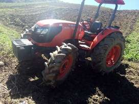 Tractor agricola marca Kubota 7040