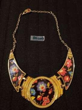 Accesorios para mujer collares, pulseras, aretes y anillos de fantasía. 1 Marca Desigual