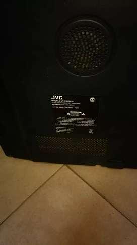 Vendo TV JVC 55 para repuestos pantalla rajada .