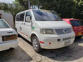 Se vende buseta Volkswagen Transporter T5 1.9TDI 2009