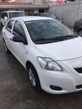 Toyota Yaris 1.5 full