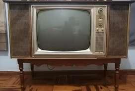 Reliquia y mesa de tv