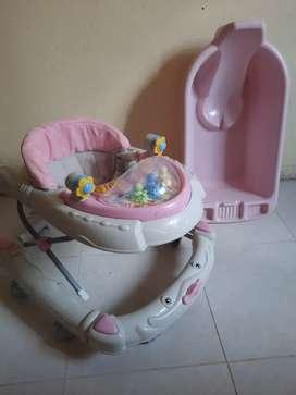 Andador y tina de baño para bebé