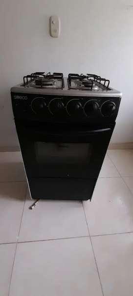 Vendo estufa en buen estado con horno y gratinador