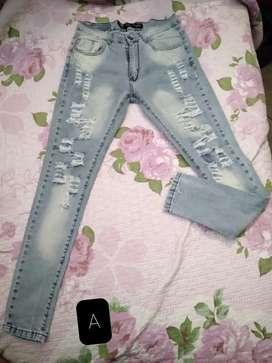 Vendo 3 Jeans de diferentes modelos juntos o separados.