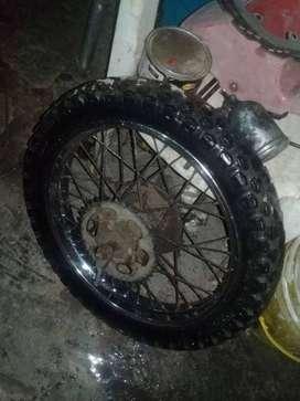 Vendo rueda completa para moto Suzuki TS 185