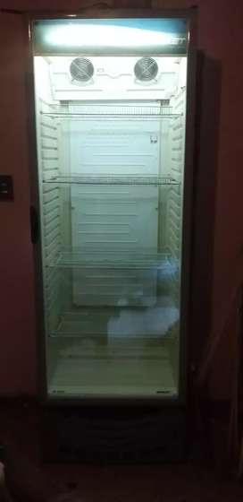 Vendo heladera mostrador vertical briket M5000