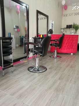 Vendo salon d belleza total mente nuevo  marcas d planchas,secadoras baby liss  esmalte marca roddter y maglo etc
