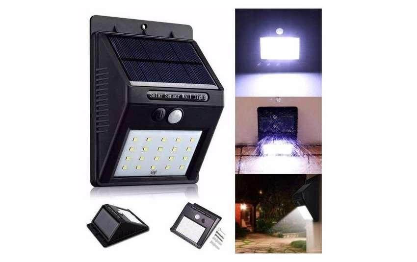 Luz LED exterior recargable energía solar sensor 20 LED 2021 importación