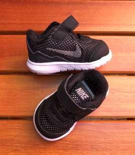 Zapatillas Nike bebé talle 17 NUEVAS