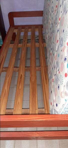 Vendo cama y colchón en perfecto estado. Muy buen colchon y la cama en perfectas condiciones. 1 plaza.