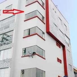 Departamento dúplex con azotea, estacionamiento y ascensor en Los Olivos