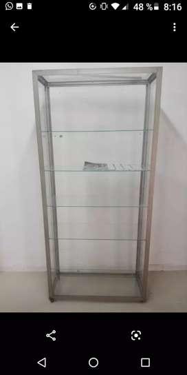 Vitrina vertical de 90 por 2 faltan los vidrios de afuera