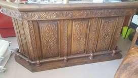 Barra de madera tallada