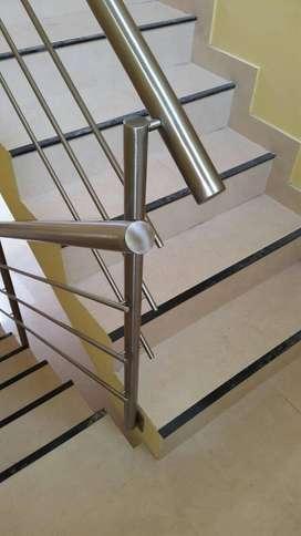 Baranda para escaleras con macizos o varillas de acero inoxidable Modelo M01