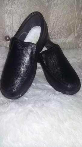 3 pares de zapatos estudiantil nuevos en cuero sólo  talla 38