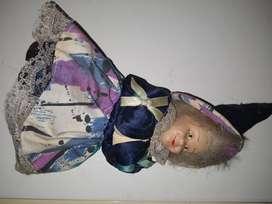 Muñeca cabeza porcelana y vestido bruja antigua