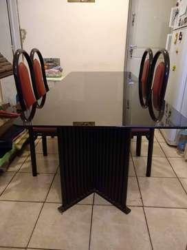 Juego de mesa de vidrio con 5 sillas