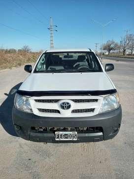Vendo Toyota 2.5 4x4 buenas condiciones lista para transferir 4 gomas nuevas funciona todo recibo menor