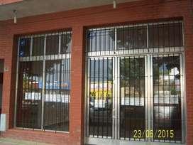 Local Comercial en ALQUILER  de 168 m2 (7 X 24), patio - AV. FDO. ZUVIRIA 5000