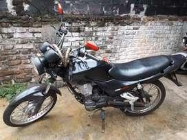 Permuto Zanella RX 150 mod. 2015 y plata arriba por otra moto o un auto.