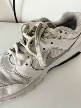 zapatillas nike blancas us 8 uk 5,5 eur 39 25cm