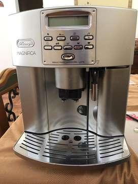 Máquina de Café Automática Profesional Marca Italiana Delonghi