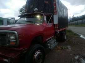 Vendo camioneta dodge 350 motor Nissan 175, llantas buen esta papeles al dia servicio particular.2