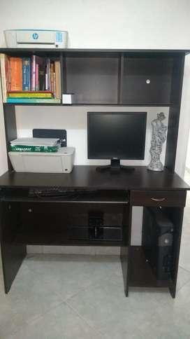 Mueble de cómputo