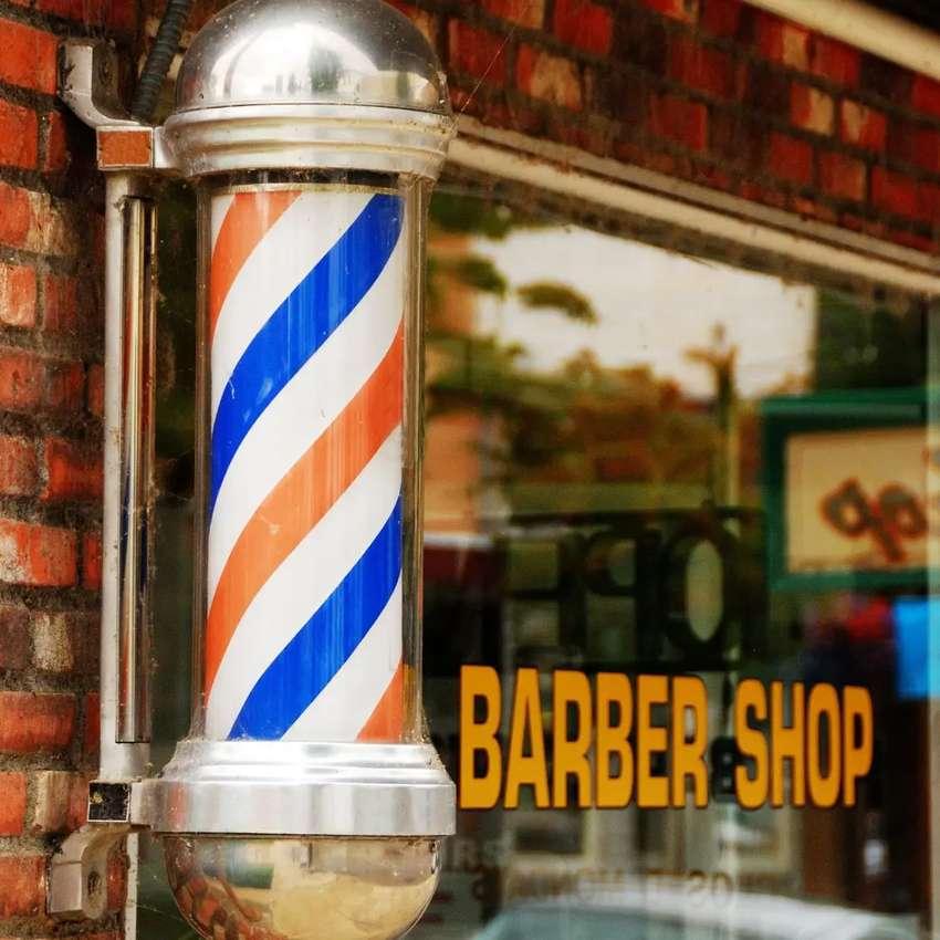Se necesita barbero estilista.