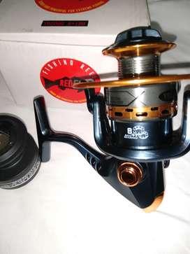 Reel marca Red fish modelo YB 5000 , carretel de acero más carretel de grafito 8 rulemanes.