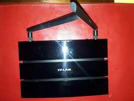 Router TpLink n600 doble banda. 2 puertos USB. 2 antenas desmontables