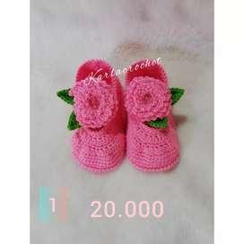 Zapaticos tejidos a crochet para bebes. Escarpines