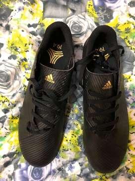 Pupillos Adidas originales Nemeziz 19.4 talla 8us nuevos y originales Único par