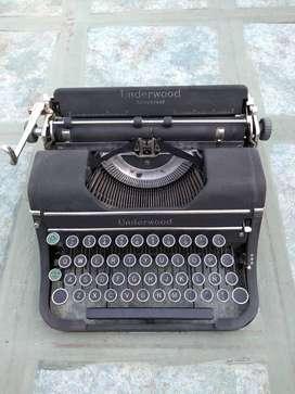 Máquina de escribir Underwood Universal