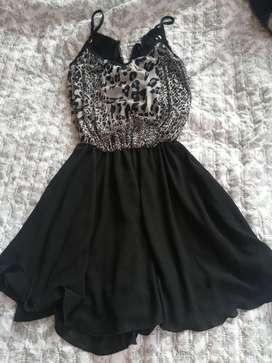 Vestido negro en velo de chifon