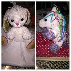 Muñecos artesanales de crochet a pedidoo