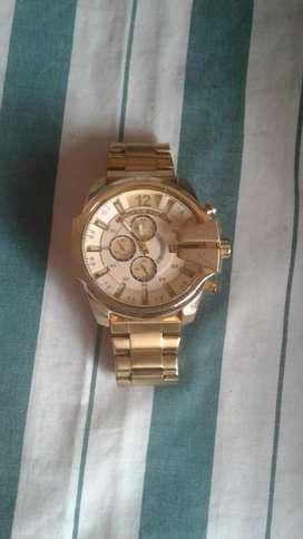 Reloj dorado diesel only the brave