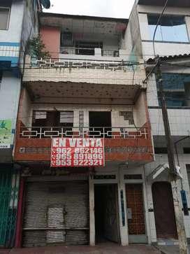 Edificio de 4 pisos En Zona Comercial