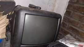 Televisores para reparar y repuesto con control algunos