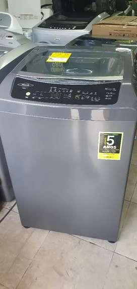 Vendo lavadora haceb de 33 libras