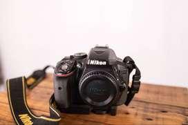Nikon 5300 con lente 35mm